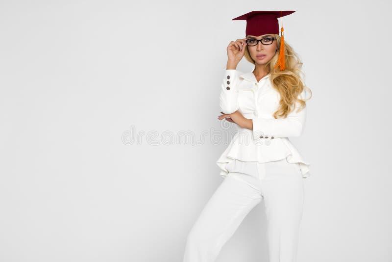 Piękny uczeń kończy ona studia Rozładowanie piękna kobieta obrazy royalty free