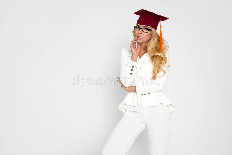 Piękny uczeń kończy ona studia Rozładowanie piękna kobieta obraz royalty free