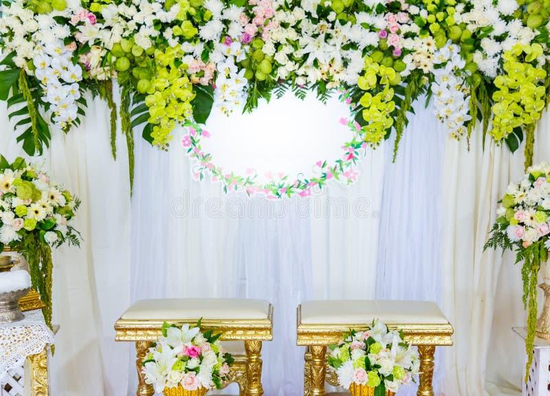 Download Piękny w Ślubnej ceremonii zdjęcie stock. Obraz złożonej z plenerowy - 57650802