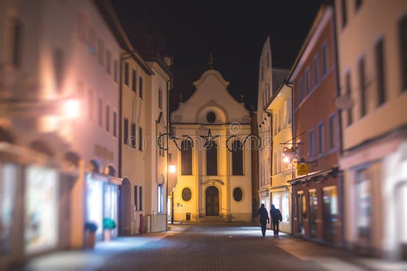 Piękny wibrujący stubarwny w centrum obrazek ulica w Fussen, Bayern, Bavaria, Niemcy obraz stock