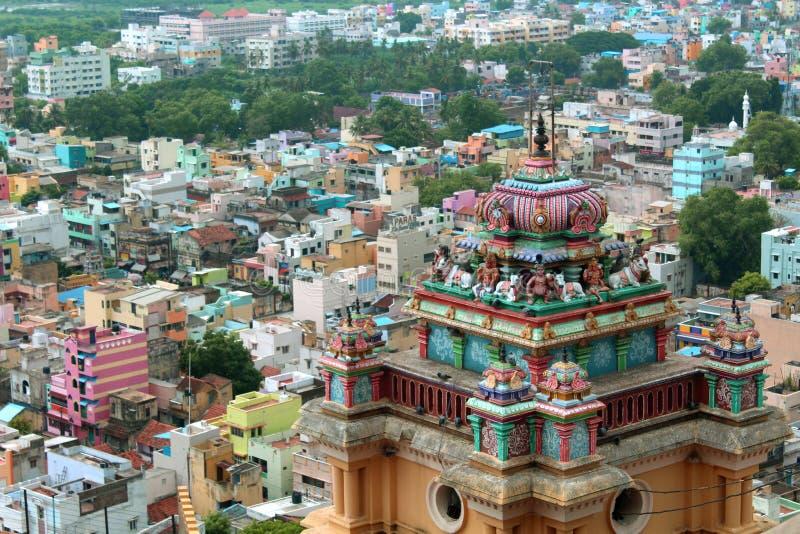 Piękny widok basztowy wierzchołek z miasto domami w trichirappalli rockfort vinayagar świątyni zdjęcia stock
