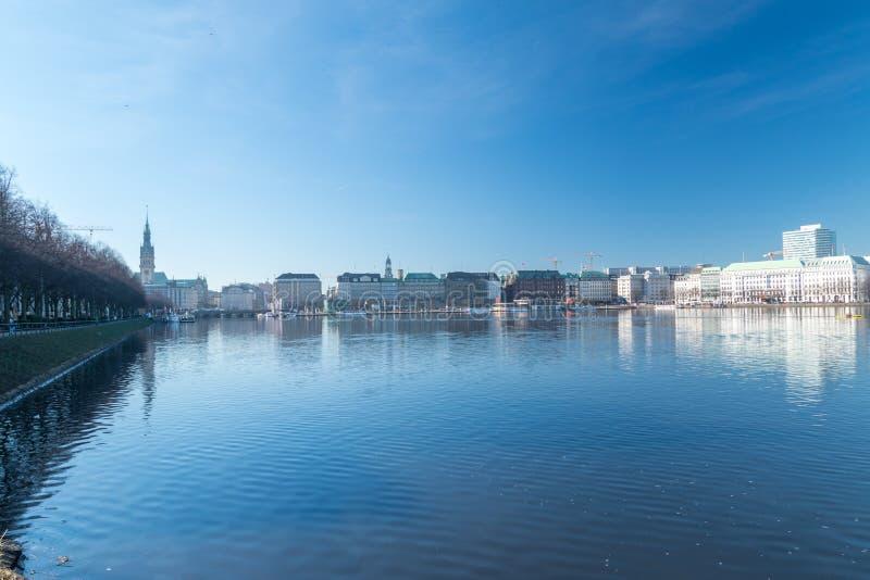Piękny widok Binnenalster jezioro w centrum miasta Hamburg, Niemcy obrazy royalty free