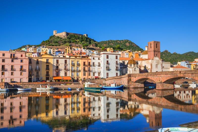 Piękny widok Bosa miasteczko, Sardinia wyspa, Włochy obraz stock