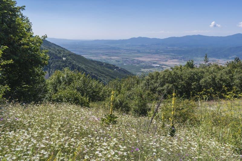 Piękny widok górski od Troyan przepustki Troyan Bałkański jest wyjątkowo malowniczy i oferuje kombinację cudowny zdjęcie stock