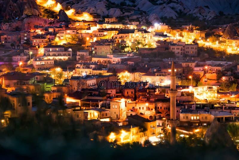 Piękny widok Goreme przy nocą Sławny centrum balonowi loty Cappadocia, Turcja fotografia stock