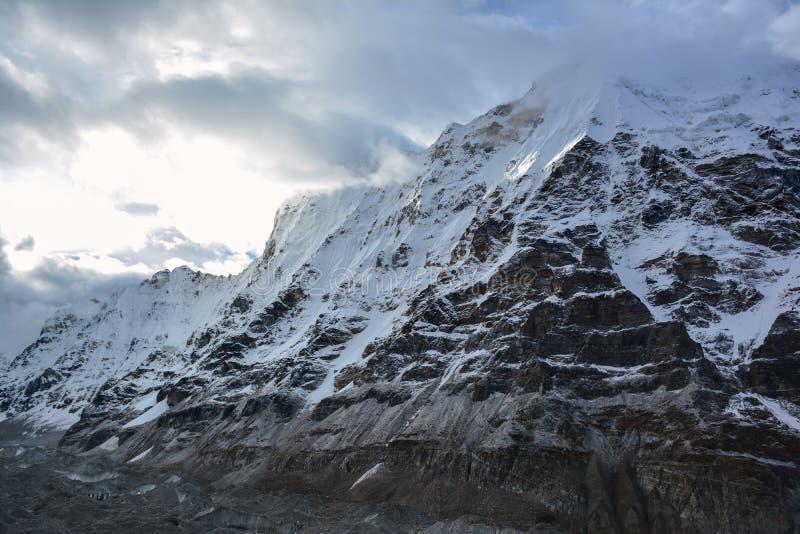 Piękny widok Himalajskie góry, Kangchenjunga basecamp, Nepal obraz royalty free