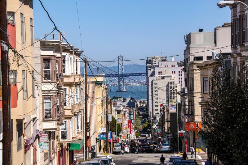 Pi?kny widok jeden ulicy San Francisco Pi?kni krajobrazowi t?a zdjęcia royalty free