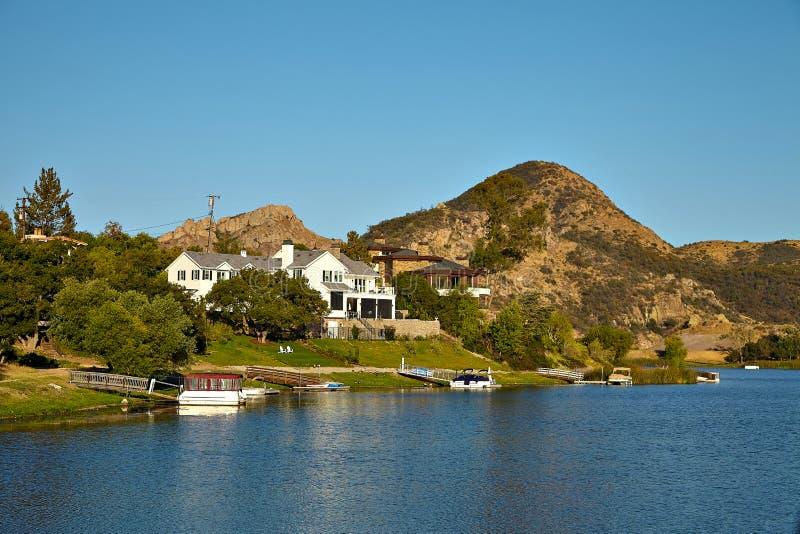Piękny widok Malibu jezioro zdjęcie stock