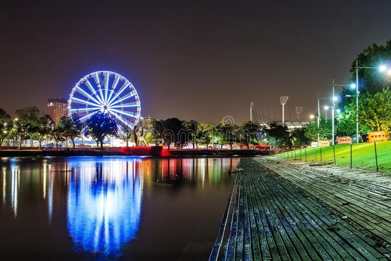 Piękny widok Melbourne śródmieście przez Yarra rzekę przy obrazy royalty free