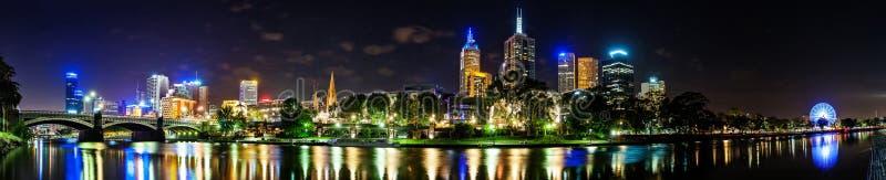 Piękny widok Melbourne śródmieście przez Yarra rzekę przy obrazy stock