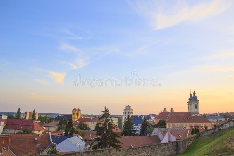Piękny widok Minorit kościół i panorama miasto Eger, Węgry fotografia royalty free