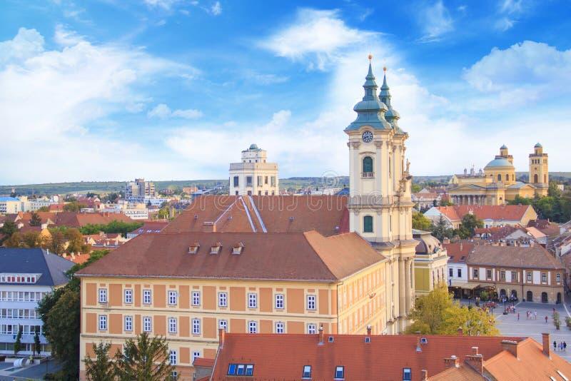 Piękny widok Minorit kościół i panorama miasto Eger, Węgry zdjęcia stock