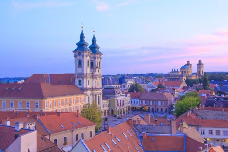 Piękny widok Minorit kościół i panorama miasto Eger, Węgry zdjęcie royalty free