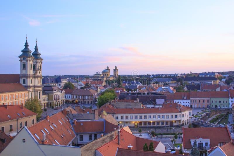 Piękny widok Minorit kościół i panorama miasto Eger, Węgry obraz royalty free