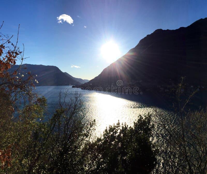 Piękny widok nad Como jezioro zdjęcia stock