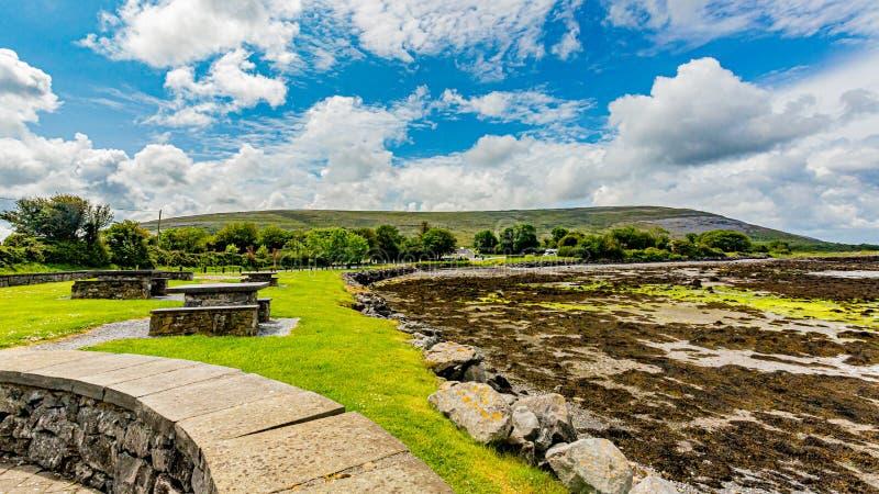 Piękny widok obszar przybrzeżny Ballyvaughan zdjęcia royalty free