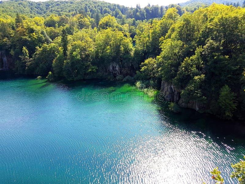 Piękny widok od above Plitvice jezioro i lasowa Błękitna akwarela, Chorwacja Nad jeziorem obrazy stock