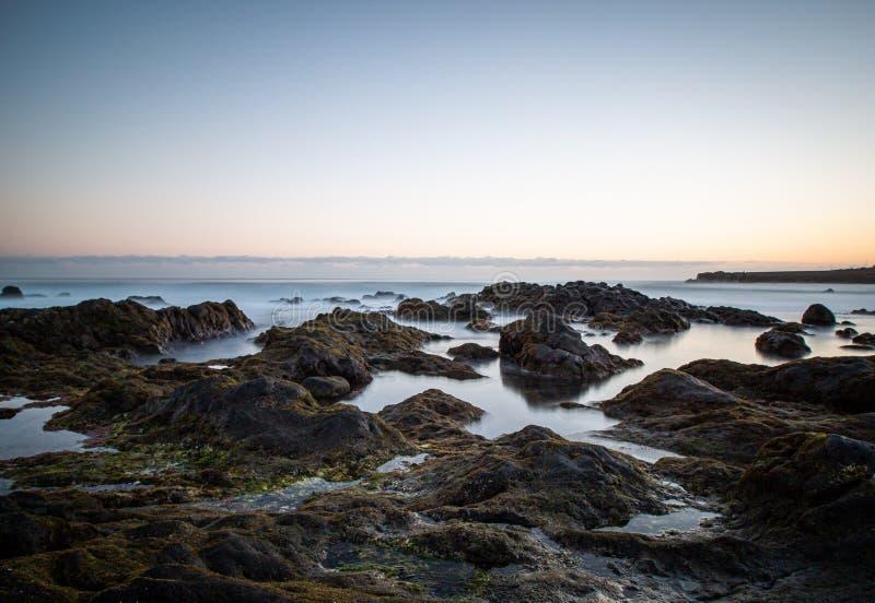 Piękny widok od plaży nad morzem zdjęcia stock