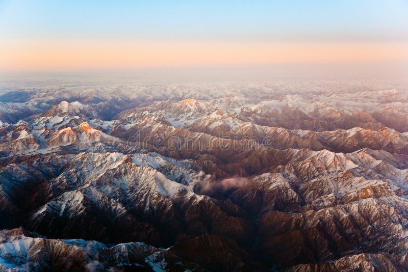 Piękny widok od samolotu góry w Tashkent, c zdjęcie stock