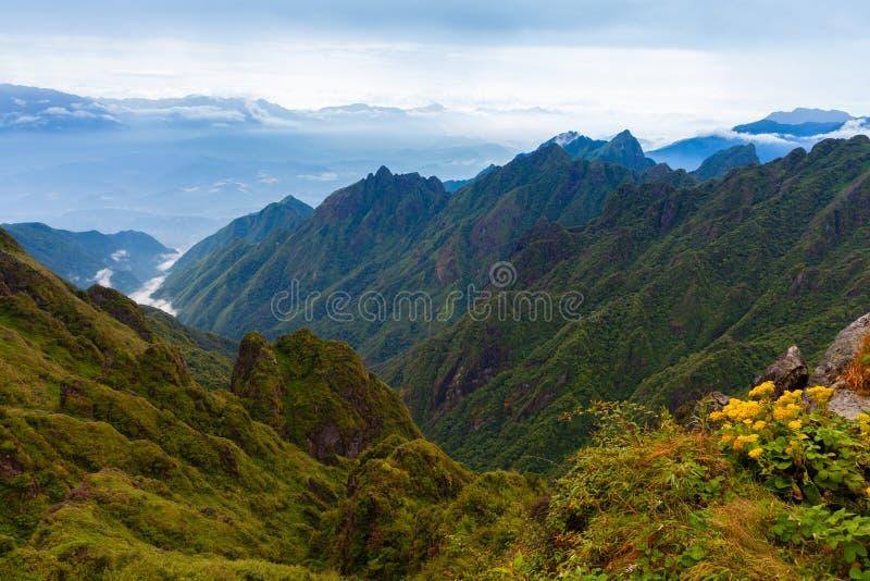 Piękny widok od szczytu Fansipan góra, Sapa, V zdjęcia stock