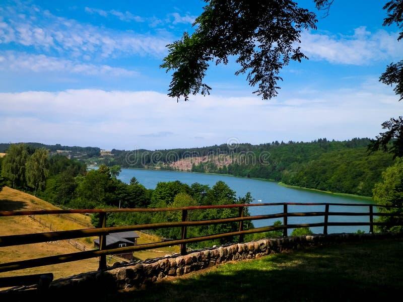 Piękny widok Ostrzyckie jezioro w Kolanie, Wiezyca region, Polska obraz royalty free
