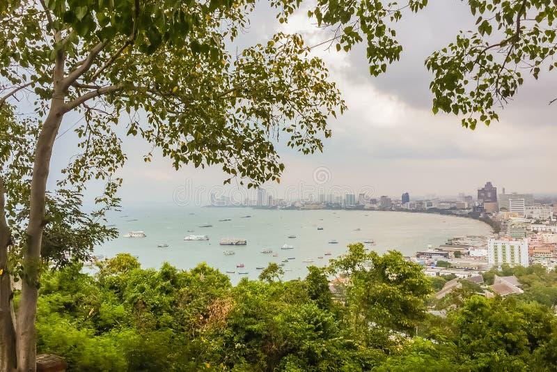 Piękny widok Pattaya miasto od szczytu gdy patrzejący obraz stock
