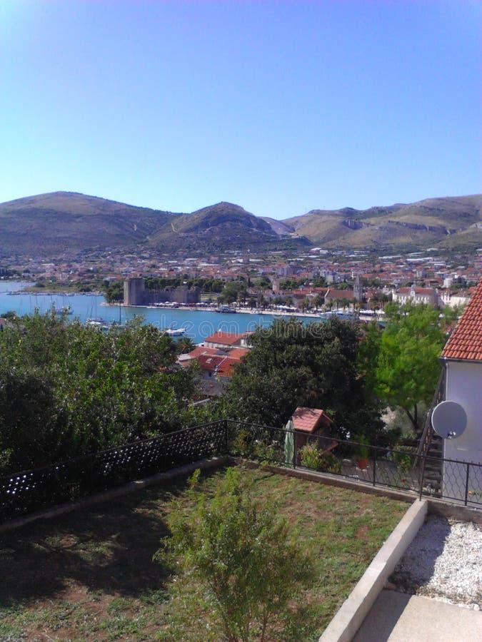 Piękny widok przy miastem Trogir zdjęcia royalty free