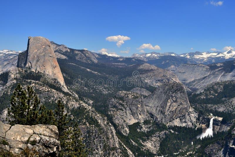 Piękny widok Przyrodnia kopuła od lodowa punktu w Yosemite parku narodowym, Kalifornia obraz royalty free