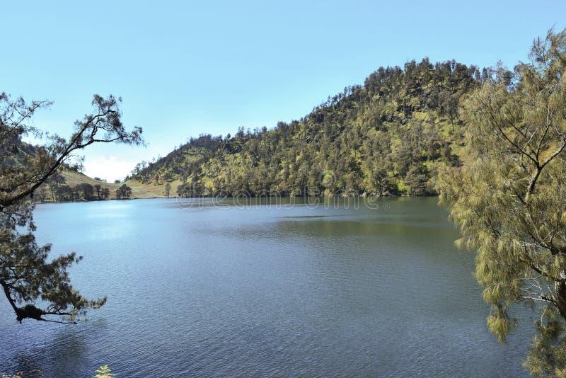 Piękny widok Ranu Kumbolo jezioro na Semeru górze zdjęcie stock