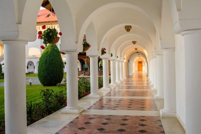 Piękny widok Sambata De Sus monaster, Rumunia obraz royalty free