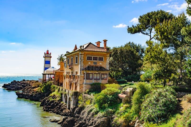 piękny widok Santa Marta muzeum w Cascais i latarnia morska, Portugalia zdjęcie royalty free
