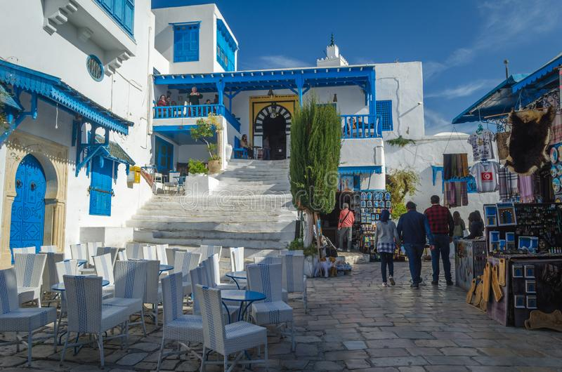 Piękny widok Sidi Bou Powiedział, biała i błękitna turystyczna wioska w Tunezja, obrazy royalty free