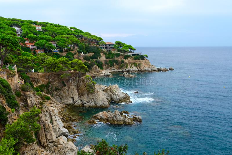 Piękny widok skalisty wybrzeże w Lloret De Mar, Costa Brava, Catalonia, Hiszpania zdjęcia stock