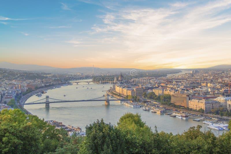 Piękny widok Węgierski parlament i łańcuszkowy most w Budapest, Węgry zdjęcie royalty free