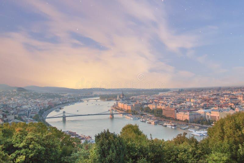 Piękny widok Węgierski parlament i łańcuszkowy most w Budapest, Węgry fotografia royalty free