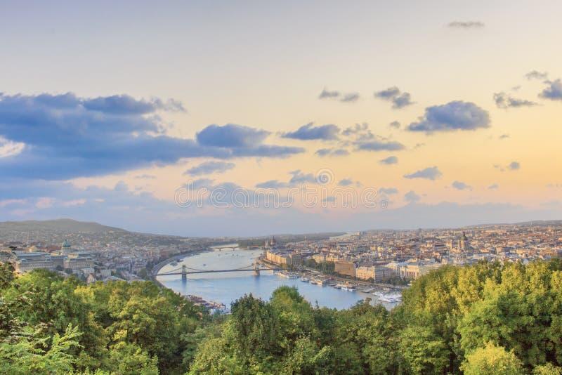 Piękny widok Węgierski parlament i łańcuszkowy most w Budapest, Węgry obrazy stock