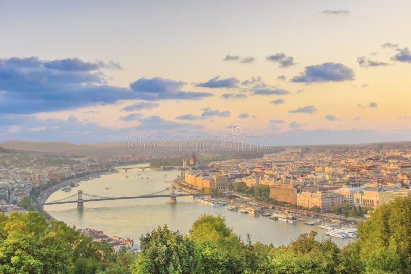 Piękny widok Węgierski parlament i łańcuszkowy most w Budapest, Węgry obraz stock