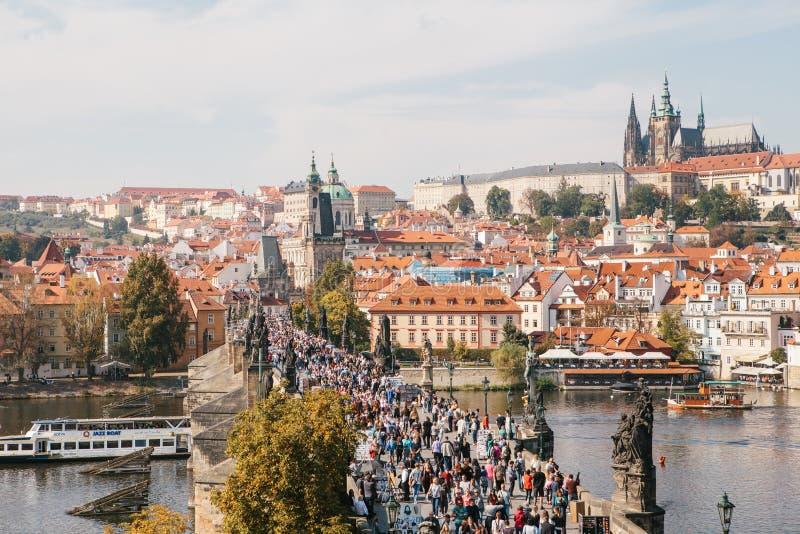Piękny widok z lotu ptaka Charles most w Praga w republika czech zdjęcie royalty free