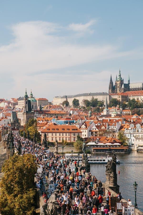 Piękny widok z lotu ptaka Charles most w Praga w republika czech zdjęcia royalty free
