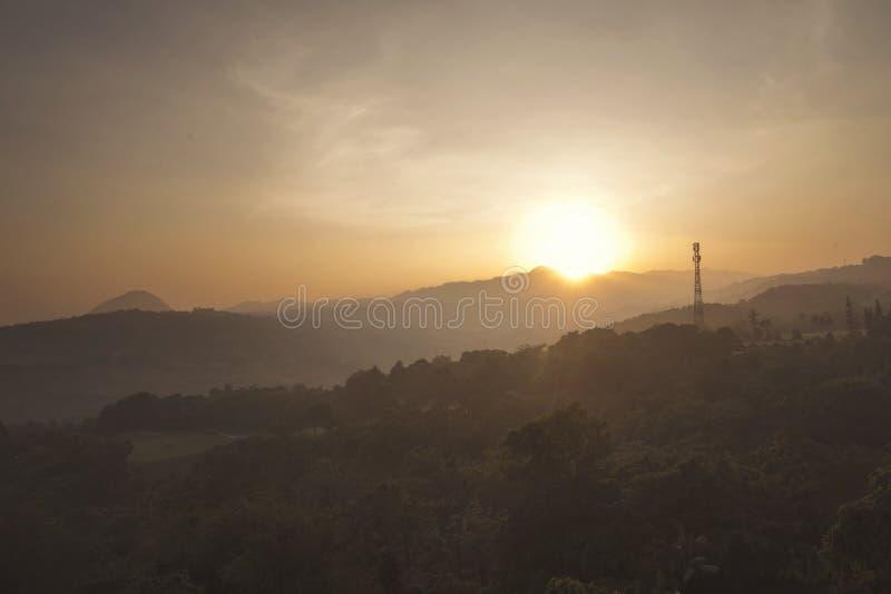 Piękny widok z lotu ptaka góra przy wschód słońca zdjęcie royalty free