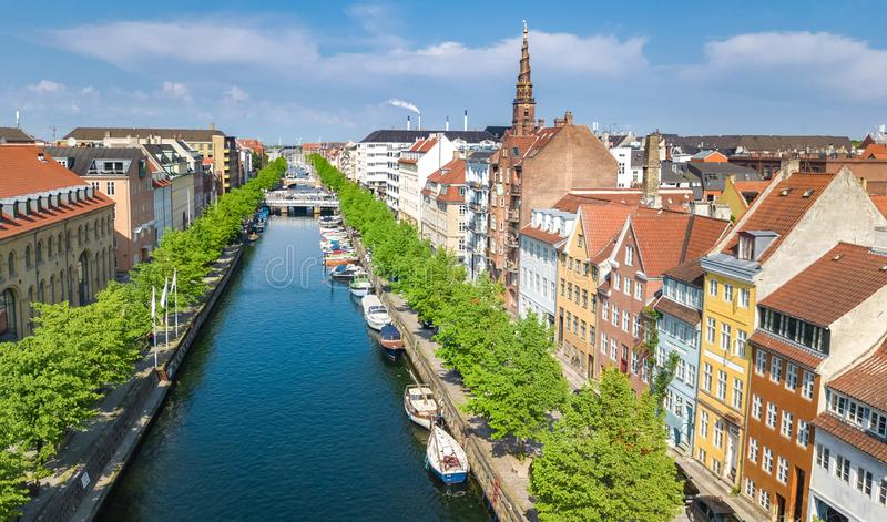 Piękny widok z lotu ptaka Kopenhaga linia horyzontu z góry, Nyhavn mola, dziejowy port i kanał, Kopenhaga, Dani fotografia royalty free