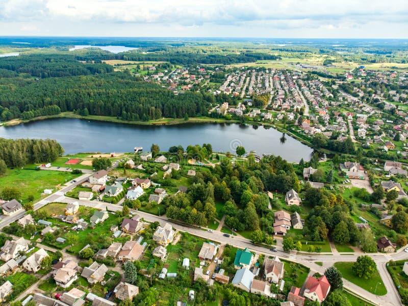 Piękny widok z lotu ptaka Moletai region lub swój jeziora, sławny Sceniczny lato wieczór krajobraz w Lithuania fotografia stock