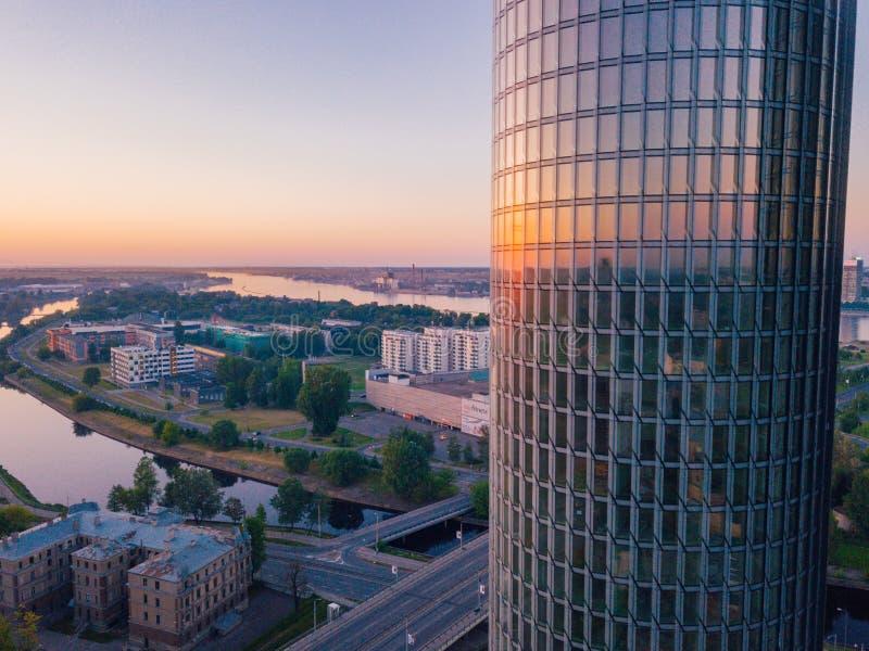 Piękny widok z lotu ptaka na góruje w centrum Ryski, Latvia zdjęcia royalty free