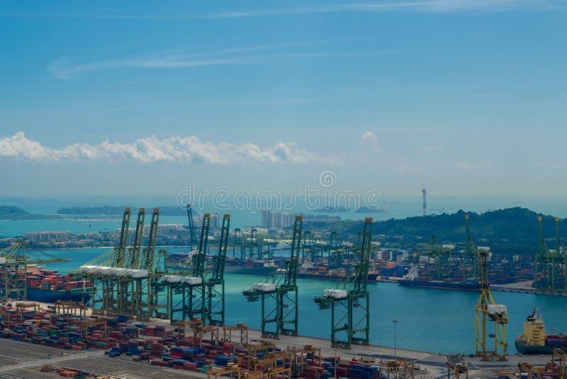 Piękny widok z lotu ptaka przemysłowy Singapur, reklama port obrazy royalty free