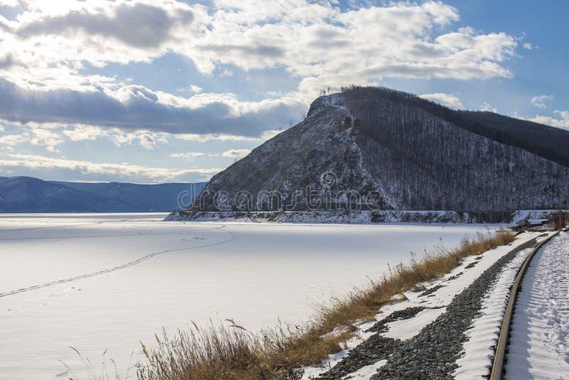 Piękny widok zamarznięty Baikal zdjęcie stock