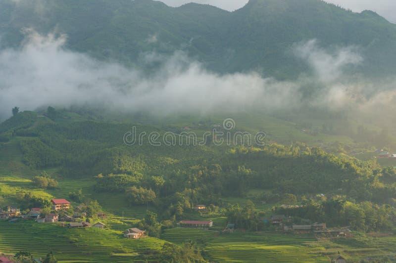 Piękny wieś krajobraz górska wioska z ryżowym te zdjęcia royalty free