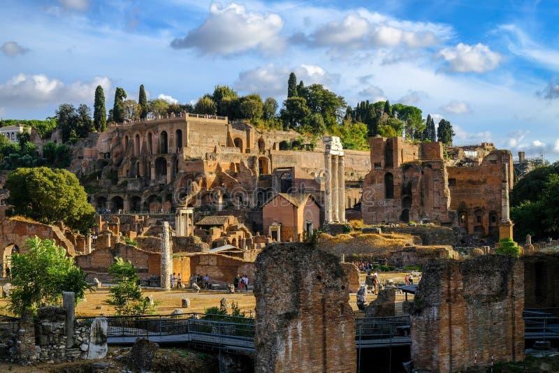 Piękny wieczór widok Palatin wzgórze i ruiny Antyczny Rzym obraz royalty free