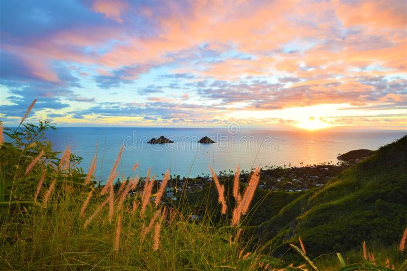 Pi?kny wsch?d s?o?ca przy Lanikai pla??, Hawaje fotografia royalty free