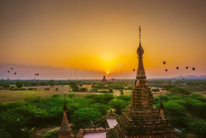 Piękny wschód słońca w Bagan - miasto tysiące Buddyjskie pagody Myanmar obraz stock