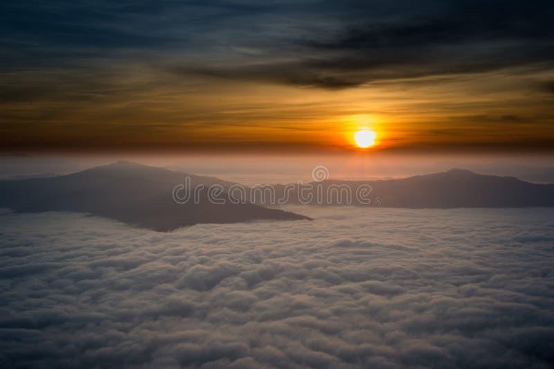 Piękny wschód słońca w Chiang raja Thailand zdjęcia royalty free